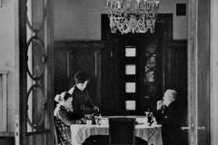 Семья Г.К.Жукова за обеденным столом на даче.