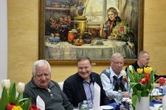 Мужчины дружно поддерживают поздравление. Акуличев А.С., Карпов А.И., Краев Н.И., Ломовцев Б.П. (слева-направо)