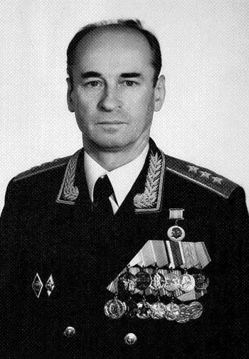 Генерал-полковник Ларин Иван Алексеевич, личный номер Г-005501, начальник Политотдела Генерального Штаба ВС СССР с января 1989 г. по май 1991 г. Начальник Военно-политического отдела Генерального Штаба ВС СССР с мая по сентябрь 1991 г.
