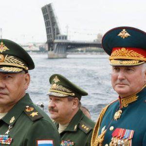 Сергей Шойгу и Андрей Картаполов (Фото: Вадим Савицкий / ТАСС)