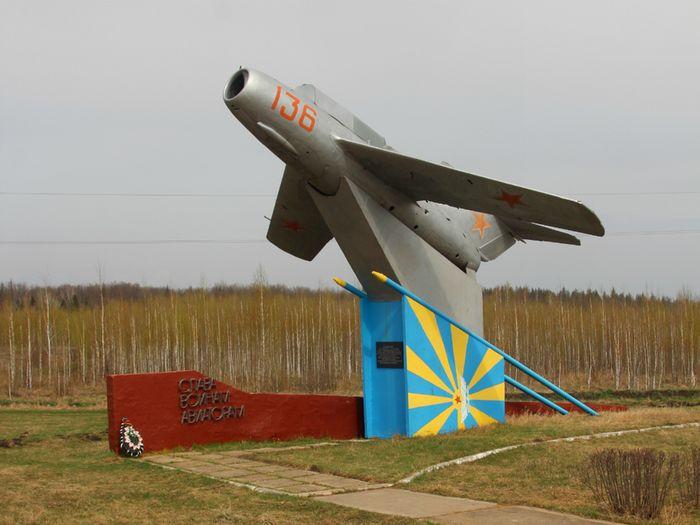 Памятник лётчикам 778-го авиационного полка, базировавшихся на Данковском аэродроме в 1942–1943 годах.