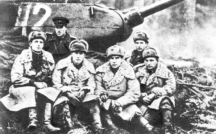 Группа офицеров штаба 143-й отдельной танковой бригады. На переднем плане второй слева – начальник штаба бригады майор В.Г. Куликов. 1-й Прибалтийский фронт, 1944 г.